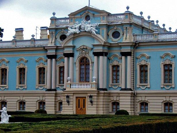 Ремонт длиной в 14 лет: на Мариинский дворец не хватило денег