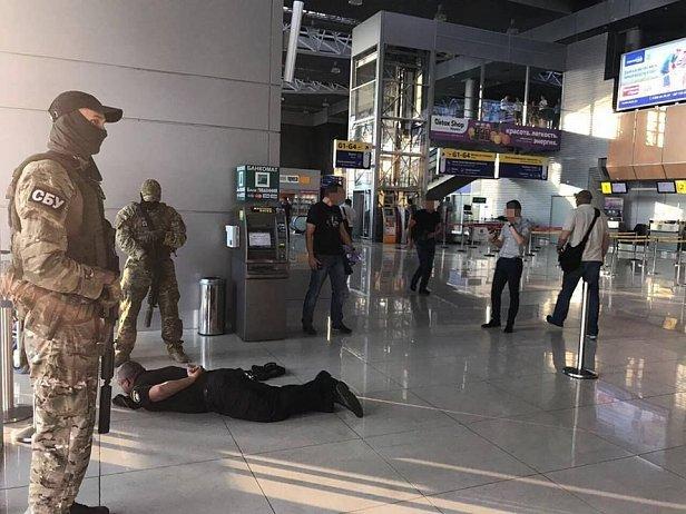 Руководство отдела полиции в аэропорту Харьков задержали на взятке