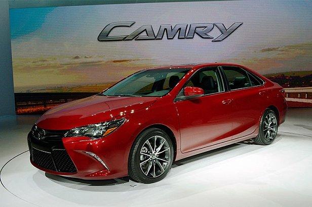 Военному прокурору подарили 570 тысяч на новую Toyota Camry