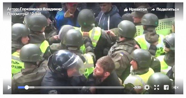 Опубликовано видео избиения полицейского под Радой