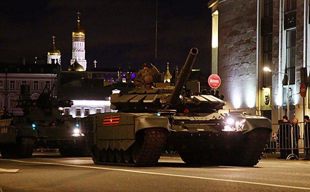 В России на фестивале танк наехал на детей: видео 18+