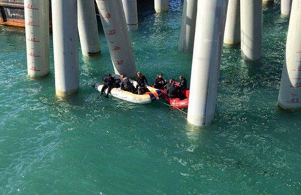 Полный автобус строителей Керченского моста рухнул в море (видео)
