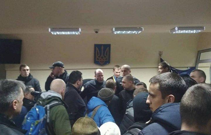 ВЧеркассах активисты заблокировали иразгромили суд