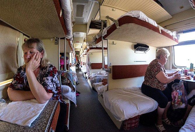 ВРЖД запретили пассажирам верхних полок сидеть нанижних без разрешения