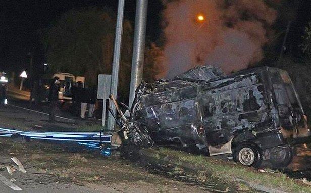 Страшно смотреть: разбился и загорелся автобус, выживших задавили на трассе