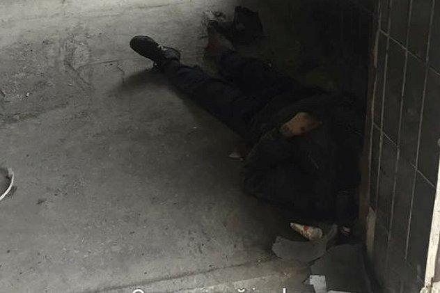 ВКиеве мед. сотрудники  бросили пациента умирать прямо у клиники