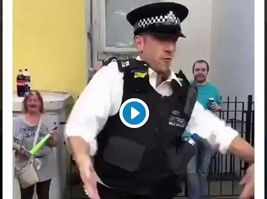 Искромётный танец полицейского собрал толпу на фестивале в Лондоне