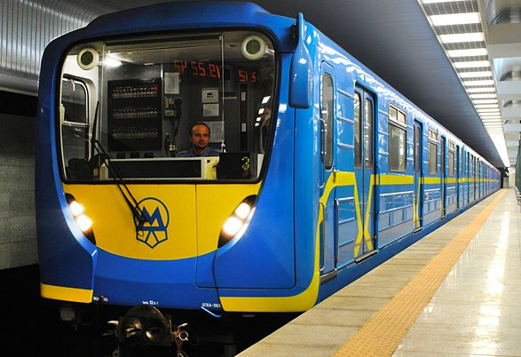 Два вагона метро ушли смолотка за546 тыс. грн