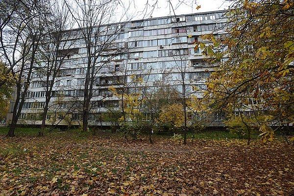 В Киеве женщина на лету поймала соседа, выпавшего с девятого этажа (фото)