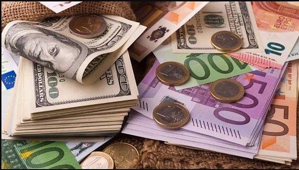 В Украине резко упал евро