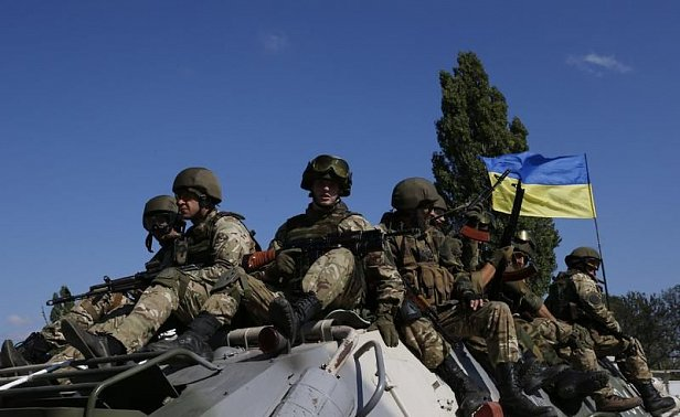 Бойцам на линии соприкосновения в зоне АТО в честь Дня независимости выплатят по 1 тыс грн