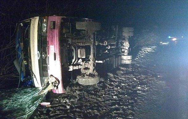 НаКиевщине перевернулся рейсовый автобус, 7 человек госпитализированы,— Нацполиция
