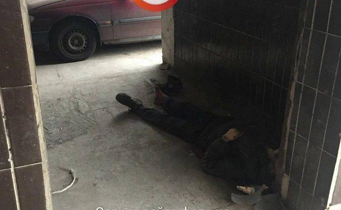Милиция  столицы Украины  расследует смерть мужчины около  клиники  как умышленное убийство