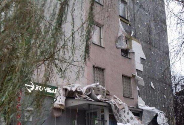 В Киеве со стены многоэтажки обрушился утеплитель