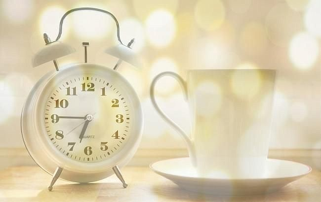 Когда будет летнее время — Украина переводит часы