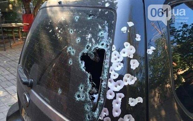 В центре Запорожья расстреляли автомобиль (фото)