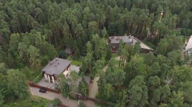 В сети появилось видео дома в Подмосковье, в котором живёт Янукович, снятое с беспилотника