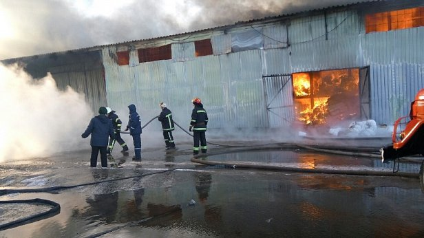 На фото - пожар в Вишневом