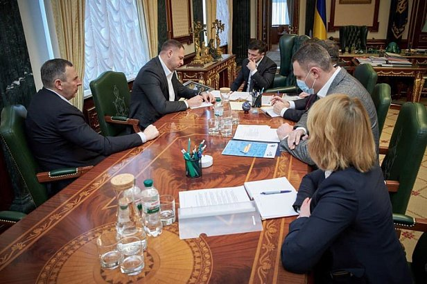 Кому Кабмин разрешил работать во время карантина в Украине (полный список)