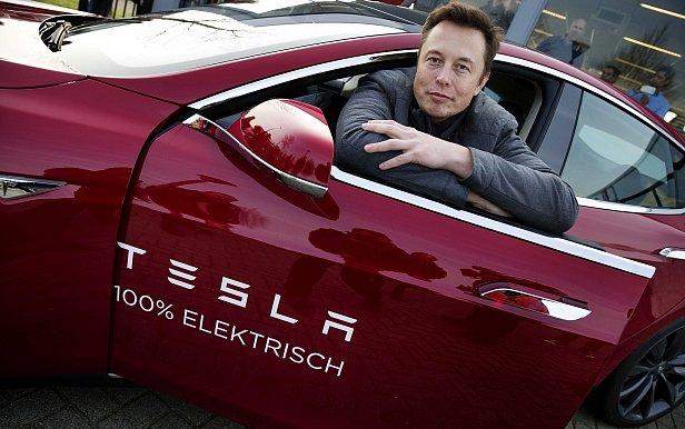 Фото — Илон Маск и Tesla