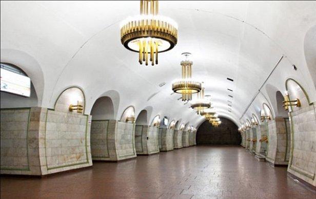 Станцию метро «Площадь Льва Толстого» в Киеве закрыли из-за сообщения о минировании