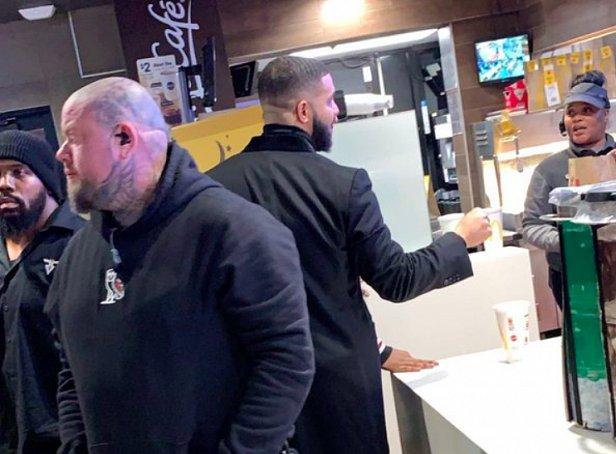 фото - Дрейк в McDonald's
