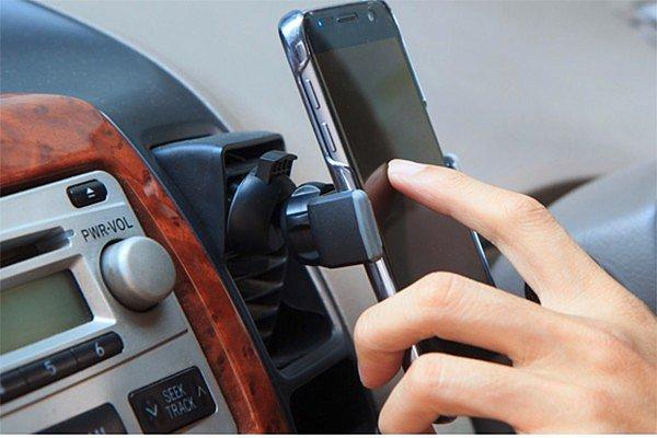 Автодержатель – надежный помощник для водителя, который всегда на связи