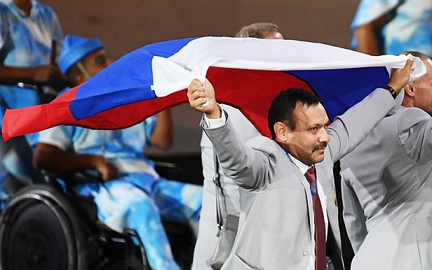 Россиянин решил подарить квартиру в Москве белорусу, пронёсшему флаг РФ в Рио