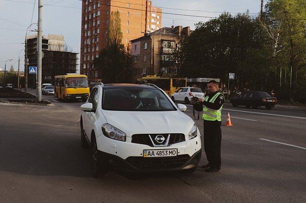 фото: В Киеве Nissan сбил 11-летнюю девочку