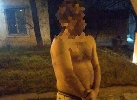 Фото — Полуобнажённый мужчина в Днепре