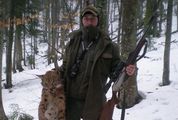 В Карпатах лесничий с сыном застрелили редкое животное
