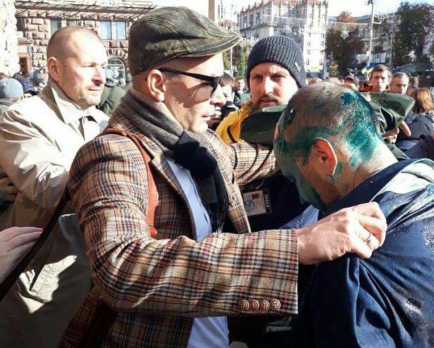 В Киеве избили и облили зеленкой депутата: подробности