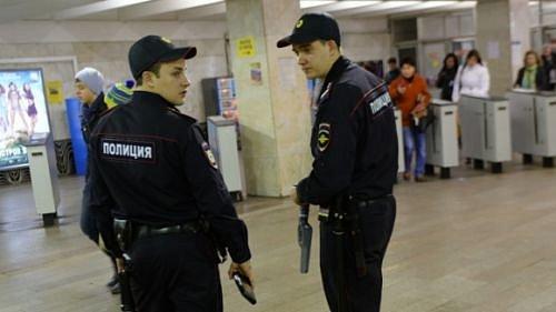 Фото: Полицейские в метро