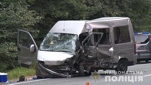 Сегодня, 19 августа, около 5-ти часов на объездной дороге г. Винницы произошло столкновение автомобиля «Volkswagen Passat» и микроавтобуса «FIAT Ducato». © Офіційний сайт Національної поліції