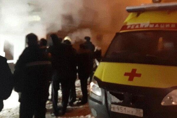 Фото — Скорая помощь на месте аварии в Перми