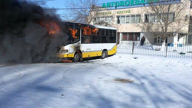 Развели костер внутри: названа причина гибели 52 казахов в автобусе