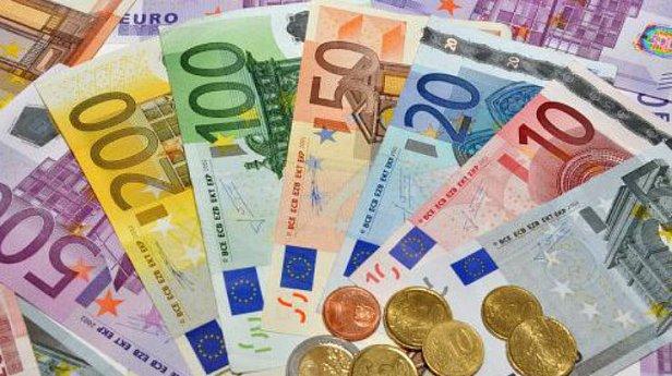 В Украине снова упал курс евро