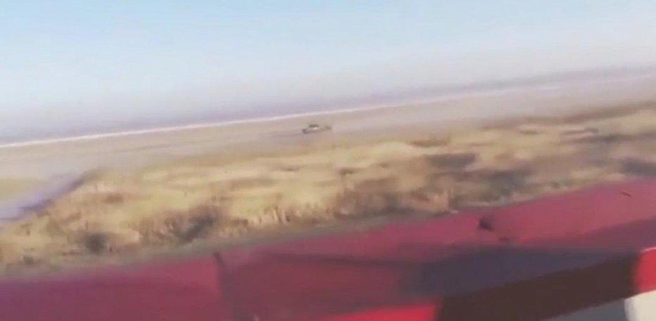 Украинский танк на полном ходу, с разворота снял боевика. Видео террористов