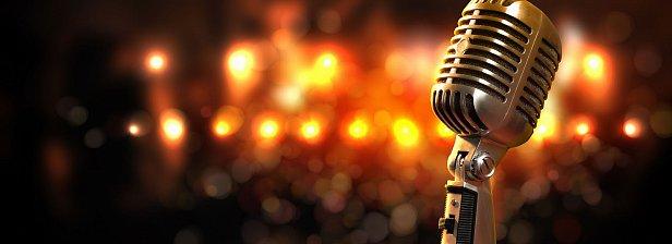 Известный певец обматерил людей во время интервью (видео)