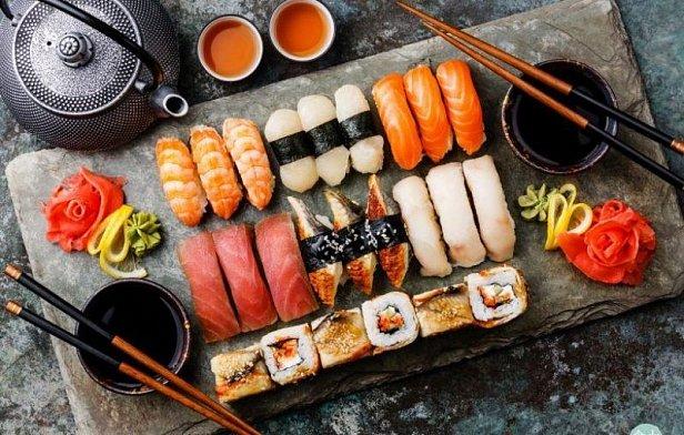 На фото суши