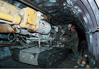 Минэнергоугля: добыча угля в Украине за 6 месяцев сократилась на 52,2%
