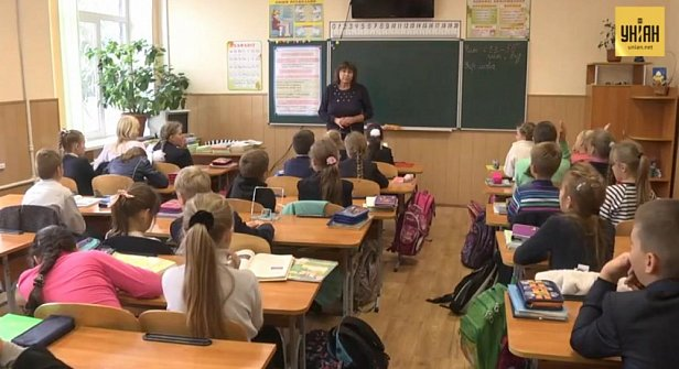 В Украине 74 000 учителей не получат обещанные Кабмином деньги
