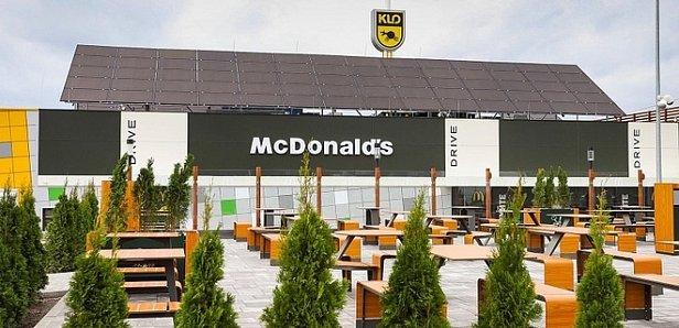 Впервые: В Украине открылся McDonald's на АЗС