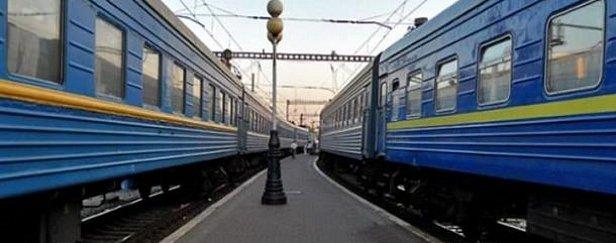 """Украли провода: на Львовщине """"застрял"""" поезд на популярный курорт"""