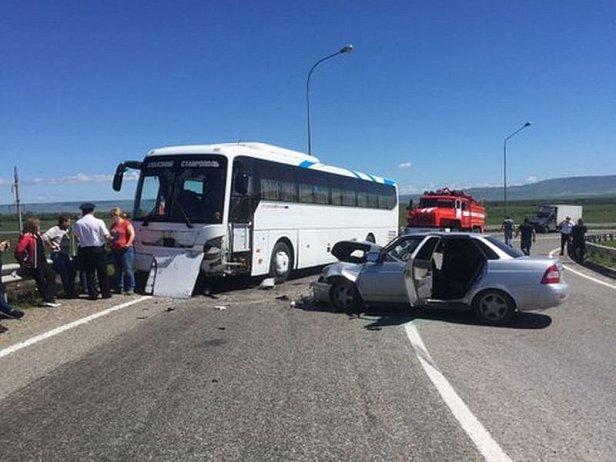 В Крыму слетел с трассы автобус, который вез людей с Керченской переправы