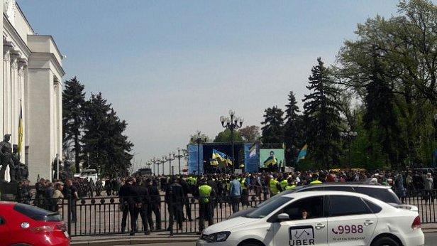 фото: В Киеве сообщили о заминировании Кабмина и Рады