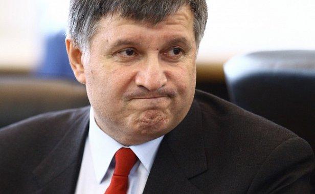 Аваков ответил на предложение Азарова вновь занять кресло премьера
