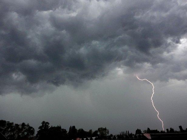 фото: На Киев надвигаются ливень и шторм