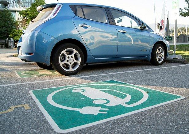 Фото — Парковка для электрокаров
