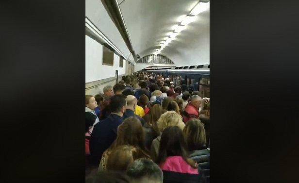 Фото - ЧП в Киевском метро